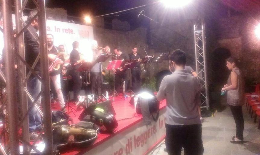 Ieri sera grande successo di pubblico per l'Orchestra Operaia diretta dal maestro Nunzi – CAPALBIO LIBRI2014