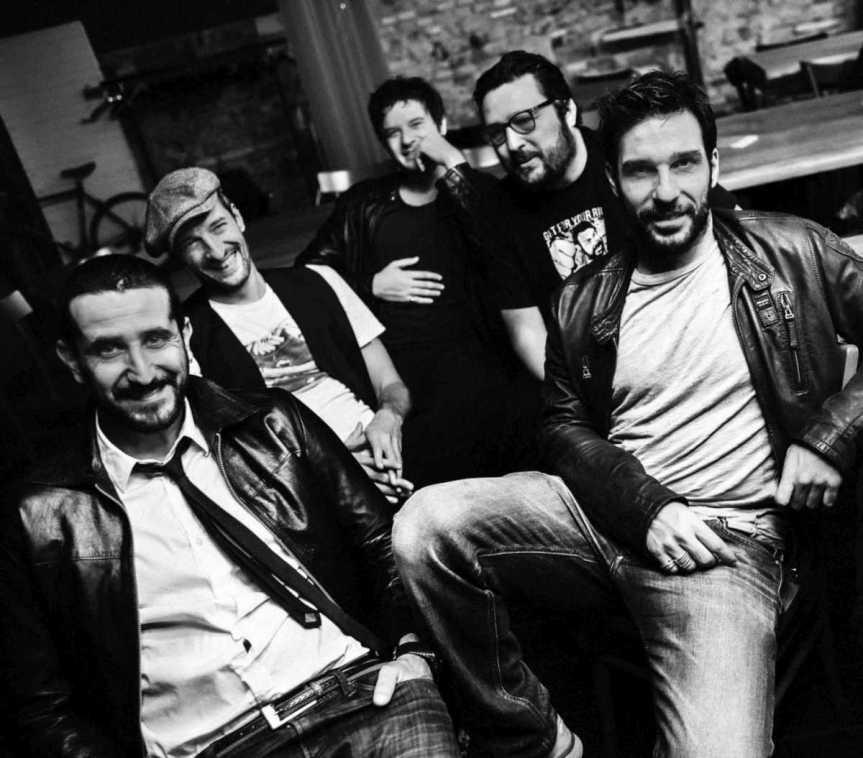 """@RossaTiziano  sta per tornare e anticipa  sui social """"un piccolo regalo!"""" a suon di Glues (@Erreffemusica)"""