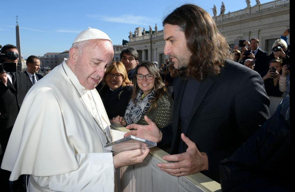 il-compositore-gabriele-ciampi-incontra-il-papa-in-vaticano-credit_losservatore-romano_